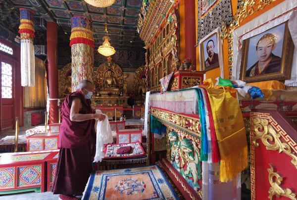藏传佛教学衔工作指导委员会萨龙·平拉来中国藏语系高级佛学院调研